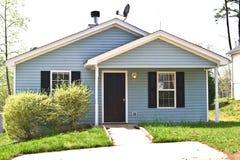 Kleines Haus für Verkauf/Miete Lizenzfreies Stockfoto
