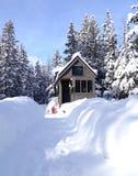 Kleines Haus im Winter Lizenzfreies Stockfoto