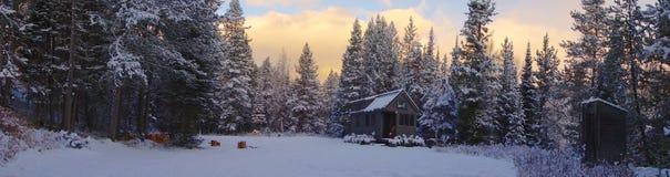 Kleines Haus Snowy Lizenzfreie Stockfotografie