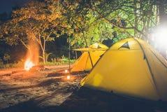 Kleines kampierendes Zelt Stockfoto