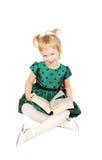 Kleines kaukasisches blondes Mädchen, das ein Buch liest Lizenzfreies Stockbild