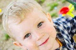 Kleines Kind in einem karierten Hemd. Lizenzfreie Stockfotografie
