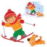 Kleines Kindergehendes Ski fahren Stockfotos
