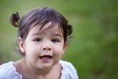 Kleines Kleinkind draußen Lizenzfreie Stockbilder