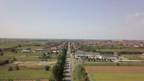 Kleines Kroatien Dorf Cepin von der Luft stock video footage