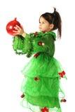 Kleines lächelndes Mädchen mit roter Weihnachtsdekoration Lizenzfreie Stockbilder