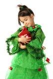 Kleines lächelndes Mädchen mit roter Weihnachtsdekoration Lizenzfreies Stockfoto