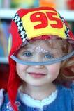 Kleines lächelndes Rennläufermädchen Lizenzfreie Stockbilder