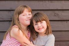 Kleines lustiges Mädchen zwei stockfoto