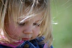 Kleines Mädchen-Abschluss oben Stockfoto