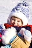 Kleines Mädchen auf dem Schnee Lizenzfreie Stockbilder