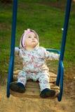 Kleines Mädchen auf dem Schwingen Stockbild