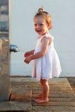 Kleines Mädchen auf dem Strand Lizenzfreie Stockbilder