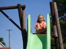 Kleines Mädchen auf einem Plättchen Lizenzfreie Stockbilder