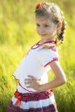 Kleines Mädchen auf einem Weg Stockbilder
