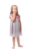 Kleines Mädchen auf einem weißen Hintergrund stockbilder