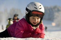 Kleines Mädchen auf Ski Lizenzfreies Stockbild