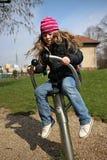 Kleines Mädchen auf Spielplatz Lizenzfreies Stockfoto