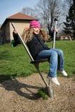 Kleines Mädchen auf Spielplatz Stockfotos