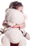 Kleines Mädchen auf Weiß mit Bären Stockfoto