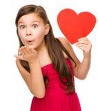 Kleines Mädchen brennt einen Kuss durch stockbild