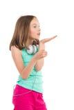 Kleines Mädchen, das einen Kuss sendet Lizenzfreies Stockbild