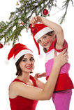 Kleines Mädchen, das einen Weihnachtsbaum verziert Stockfoto