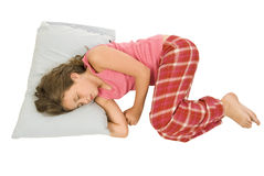 Kleines Mädchen, das in Positio schläft lizenzfreies stockbild