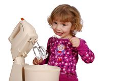 Kleines Mädchen, das süße Sahne isst Stockfotografie