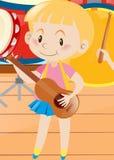 Kleines Mädchen, das Ukulele spielt lizenzfreie abbildung