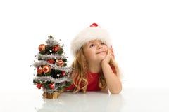 Kleines Mädchen, das von einem weißen Weihnachten träumt Lizenzfreies Stockbild