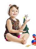 Kleines Mädchen, das Weihnachtsfeiertag genießt Stockbild