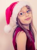 Kleines Mädchen, das wie Sankt-Elfe aussieht Lizenzfreie Stockfotos