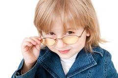 Kleines Mädchen in den Gläsern Stockbilder