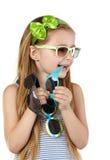 Kleines Mädchen in den sundress einige Sonnenbrillen Stockfoto