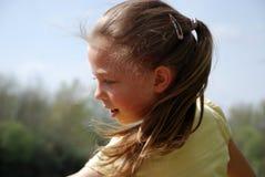 Kleines Mädchen in der Bewegung Stockfotos