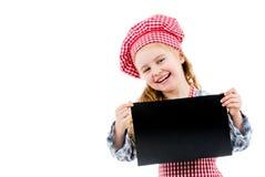 Kleines Mädchen in der Chefuniform mit leerem Papier Stockfotos
