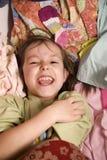 Kleines Mädchen in der Kleidung Stockfotografie
