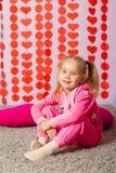 Kleines Mädchen in der modischen Sportkleidung Stockbilder