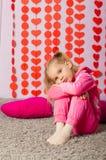 Kleines Mädchen in der modischen Sportkleidung Stockfotografie