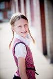 Kleines Mädchen in der Schuluniform Stockbild