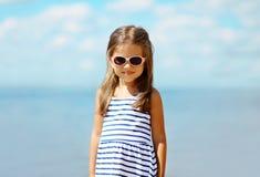 Kleines Mädchen des Sommerurlaubsreiseporträts Lizenzfreies Stockbild