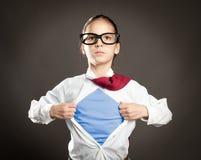 Kleines Mädchen des Superhelden Stockfoto