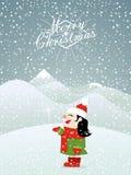 Kleines Mädchen des Weihnachtshintergrundes, das Schnee genießt Stockfotos