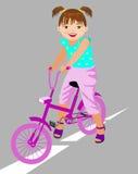 Kleines Mädchen in einem Kleid mit Tasche Lizenzfreies Stockbild