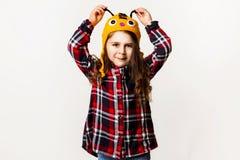 Kleines Mädchen in einer Hutbiene Stockfotografie