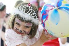 Kleines Mädchen an einer Partei Stockbild