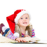Kleines Mädchen in einer Pelzjacke und einer roten Sankt in der Schutzkappe Stockfotografie