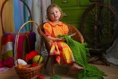 Kleines Mädchen in einer rustikalen Art Stockfoto