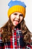Kleines Mädchen in einer Schutzkappe Stockbilder